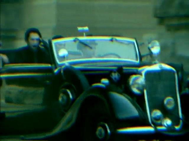 Marilyn Manson in de Mercedes 230 cabrio B uit 1938