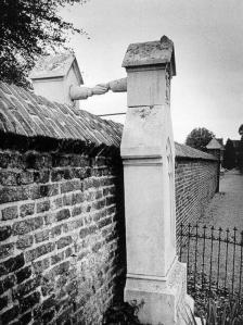 De graven van een katholieke vrouw en haar protestantse echtgenoot, Roermond