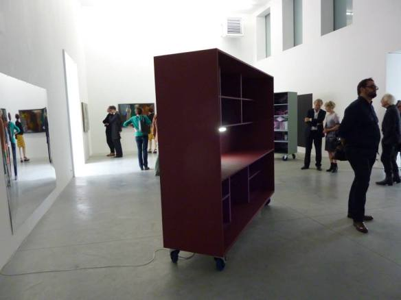 Carrel 'Enigma' op de opening van Degenerate Customized Solutions in Zeno X Galerij