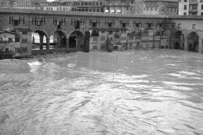 Ponte Vecchio op 4 november 1966